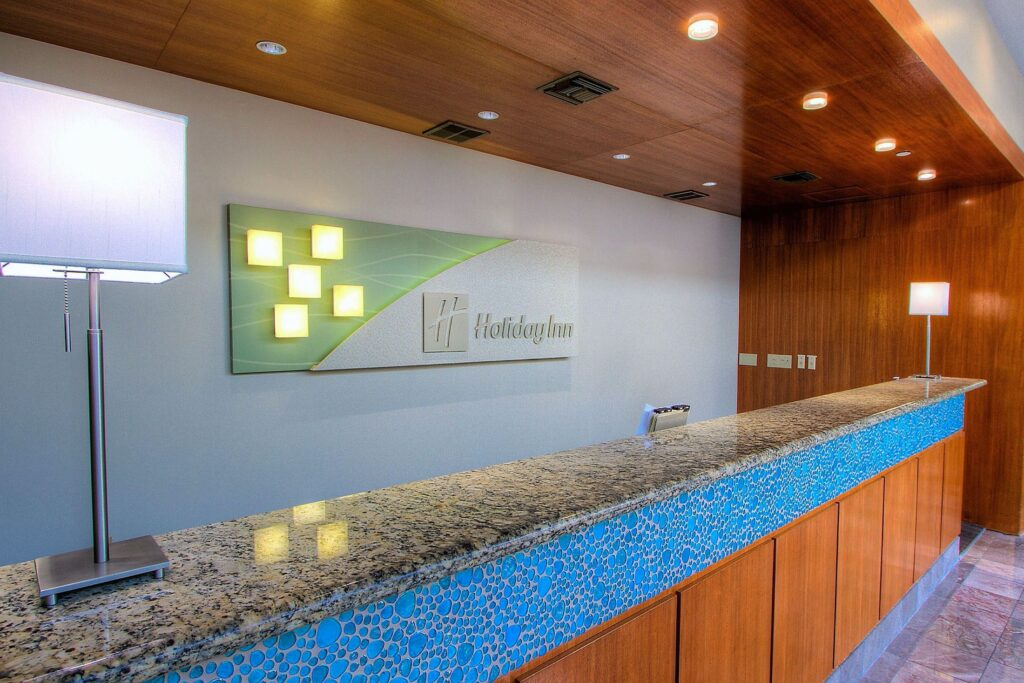 holiday inn lobby check in receiption desk design