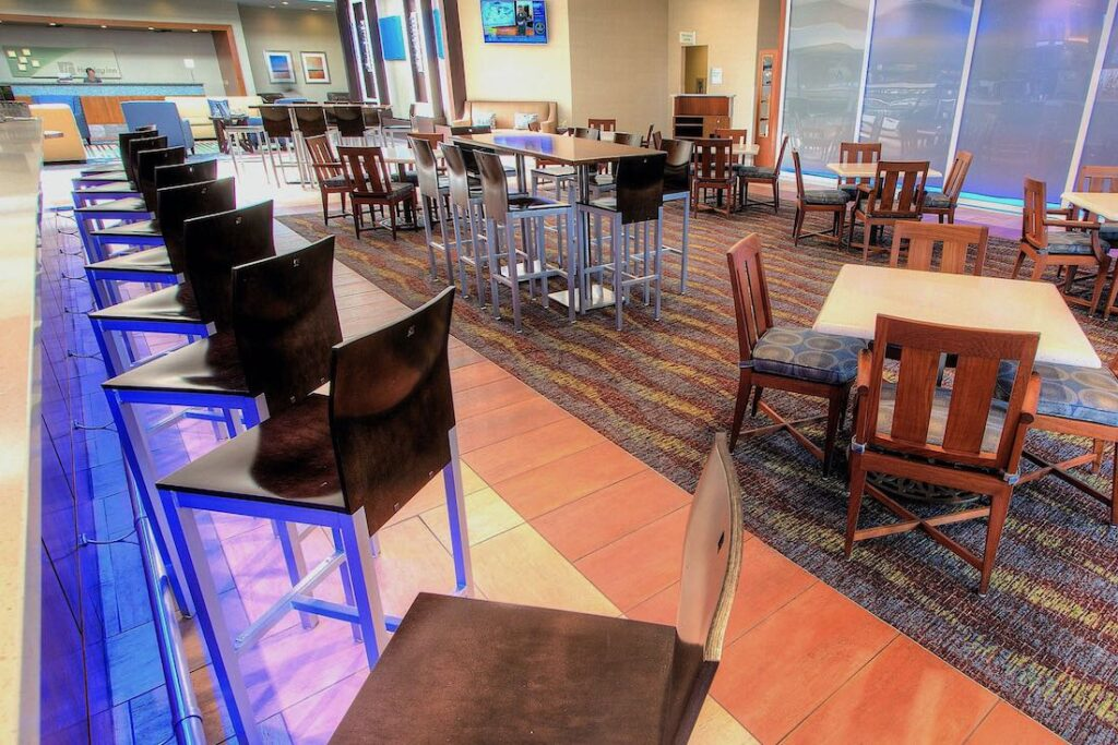 holiday inn hotel restaurant bar interior design, ihg approved vendor sena hospitality design